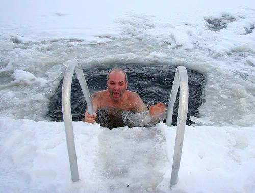 Ice-Swimming-1